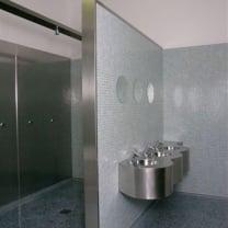 Douche ruimte + wastafels  Sportschool Amsterdam - Rvs / mozaïek / Granito vloer